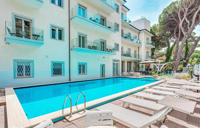 Hotel con piscina in centro a milano marittima hotel vela - Hotel con piscina milano ...