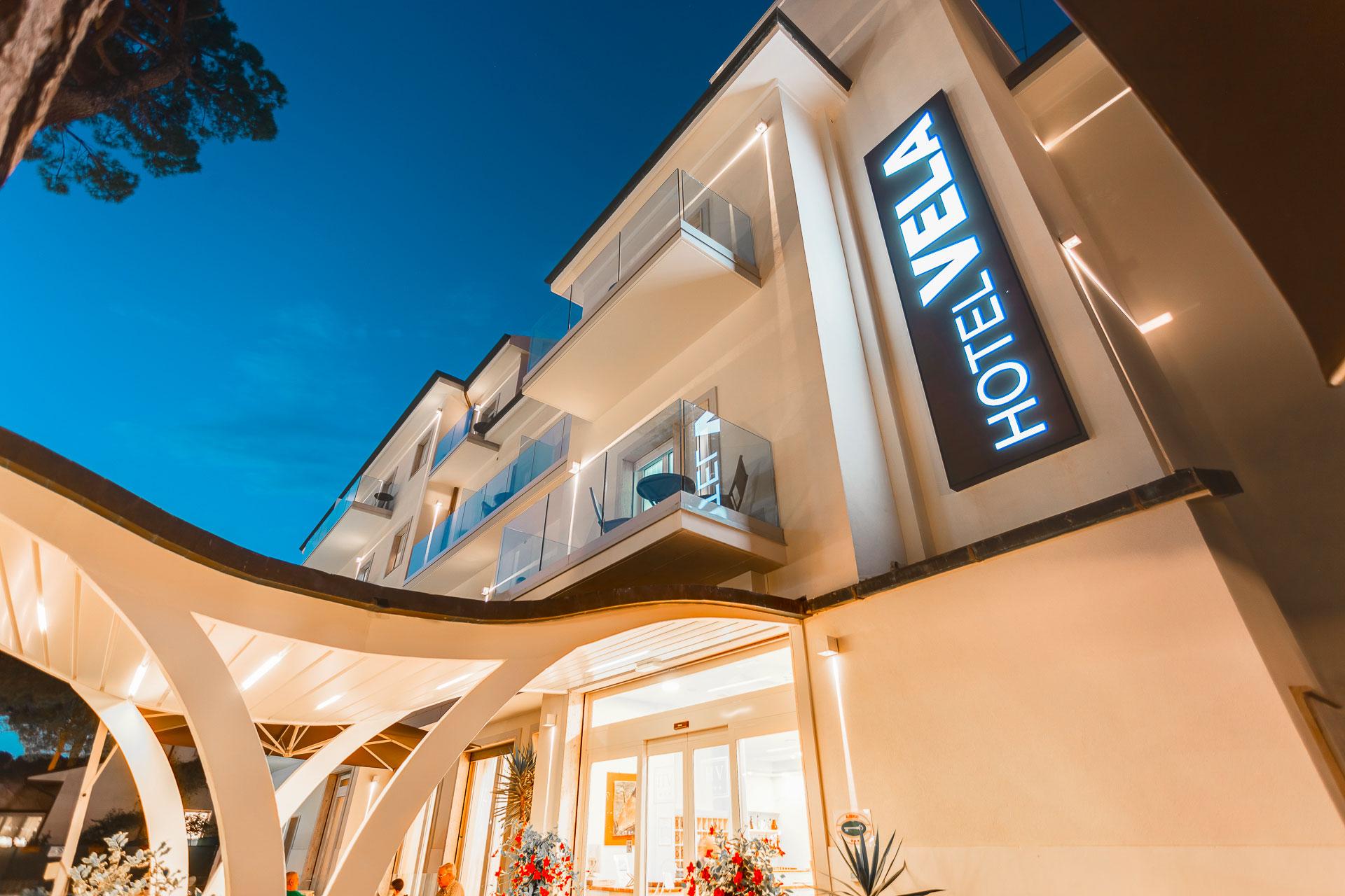 Hotel con piscina in centro a milano marittima hotel vela - Hotel con piscina coperta milano marittima ...